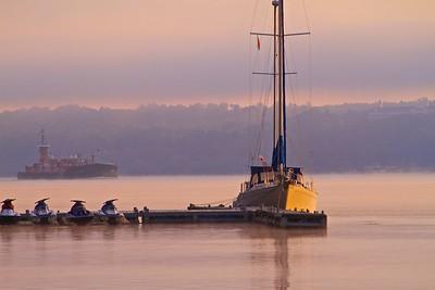 Boat traffic on Hudson