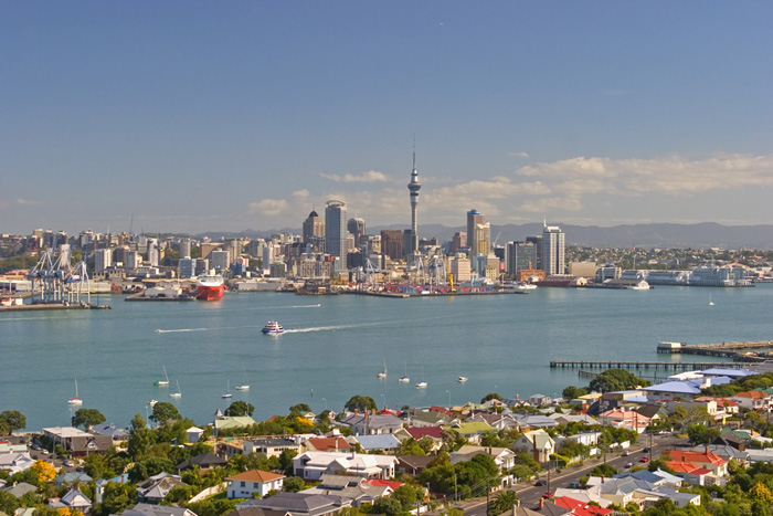 Auckland from Victoria Peak, Devonport, New Zealand©Tomas del Amo 2004