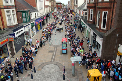 Crowds queue for the Metro foras far as the eye can see along the high street in South Shields on Sunday 18th September 2005