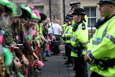 Make Poverty History, Edinburgh 2nd July 2005 the Kloon Army taunt police in Buccleugh Street
