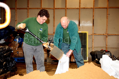 Council workers in Tewkesbury work flat out to fill sandbags before flooding gets any worse 15 Jan 2008