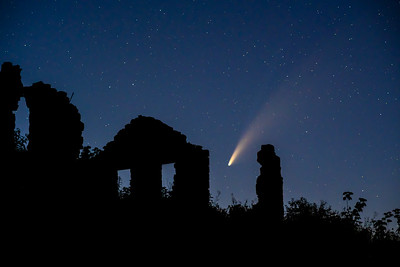 Comet at the Ruins