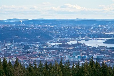 This is what central Oslo looks like from Holmenkollen.