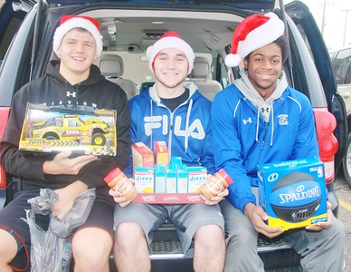 Midview High School boys basketball players bring a van full of donations Saturday to The Chronicle-Telegram for the Not-Forgotten Box. AMANDA K. RUNDLE/CHRONICLE