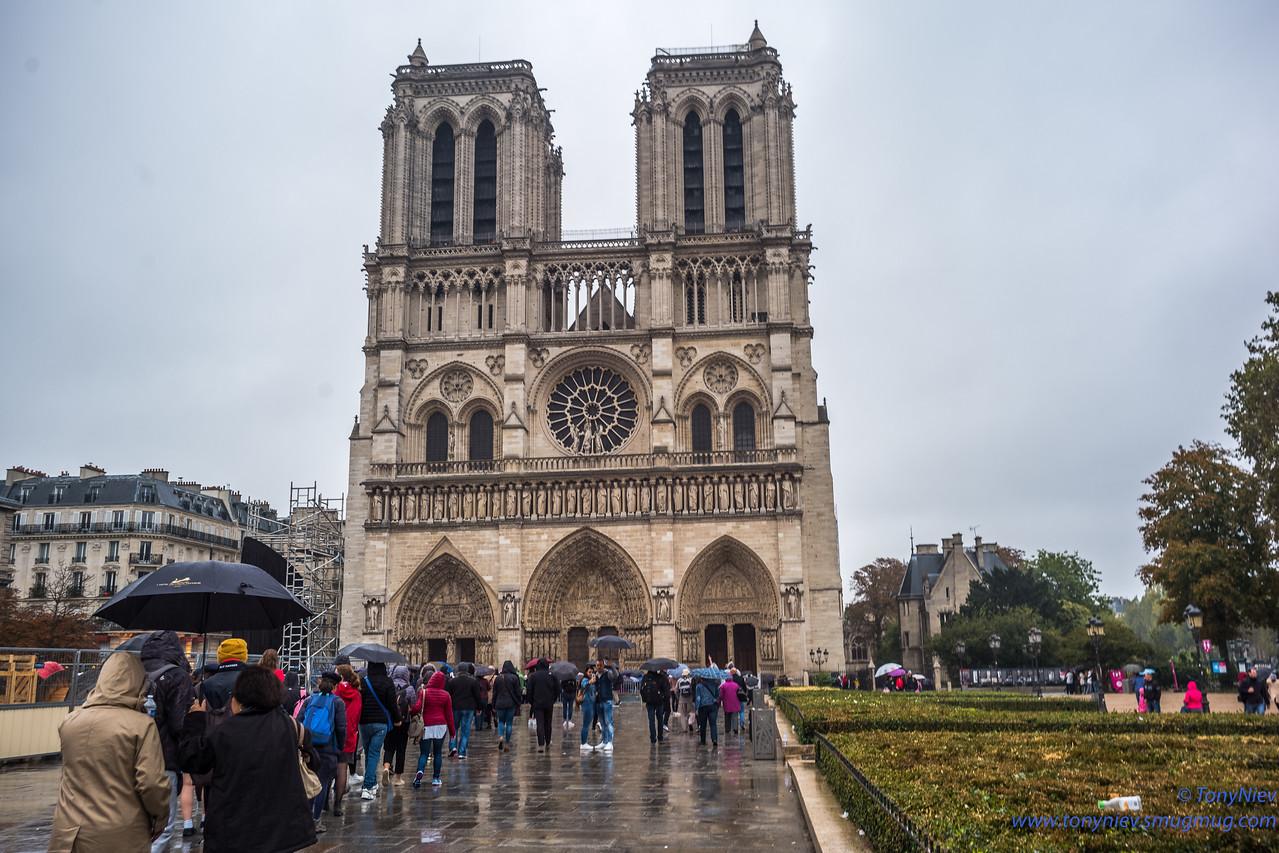 IMAGE: https://photos.smugmug.com/Photography/Notre-Dame-Paris/i-3btxwZM/0/206dbf4b/X2/L1005973-X2.jpg