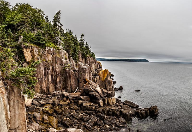 Shoreline on Long Island by the Balancing Rock