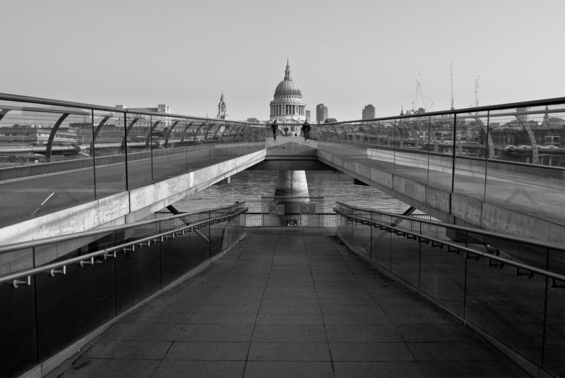St Paul's at the end of the wobbly bridge. I wanted to keep the symmetry so I waited until 2 people came along at the same time.