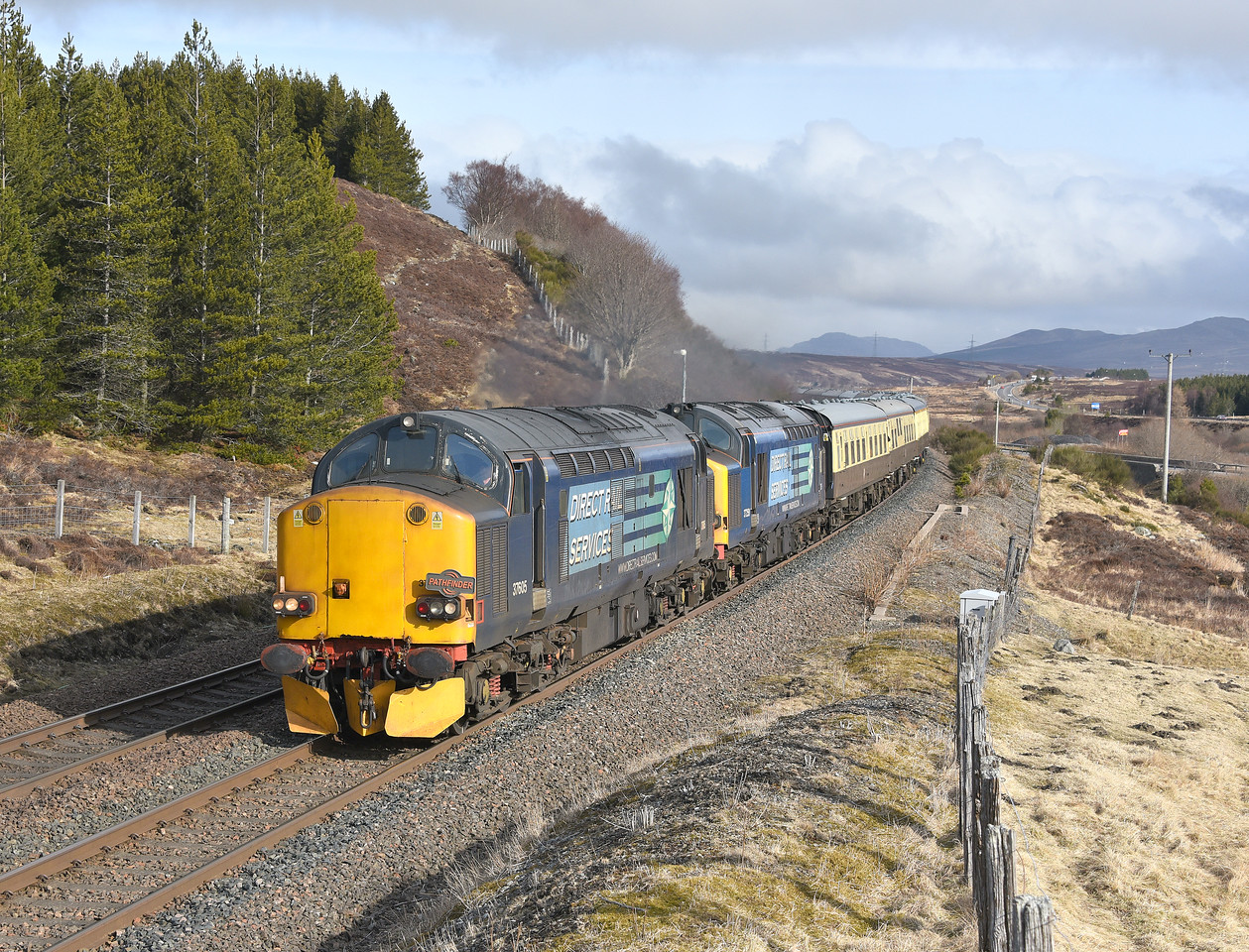 37605 and 37259, Dalwhinnie. 02/04/18.