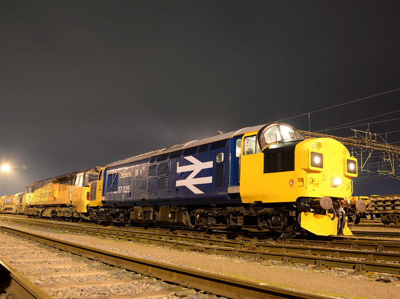 37025 and 70804. Crewe Basford Hall. 18/01/16.