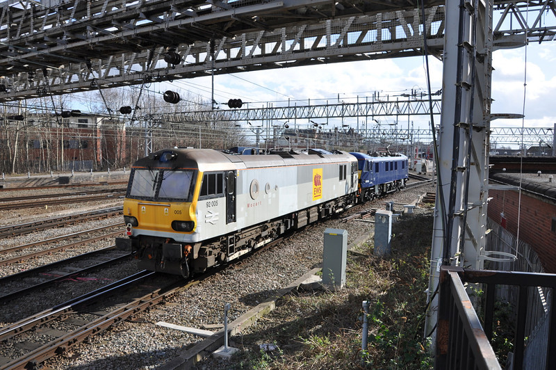 92005 and 90034, Crewe. 01/03/14.