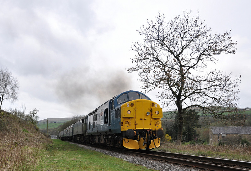 37324 and D1501, Irwell Vale. 12/04/14.