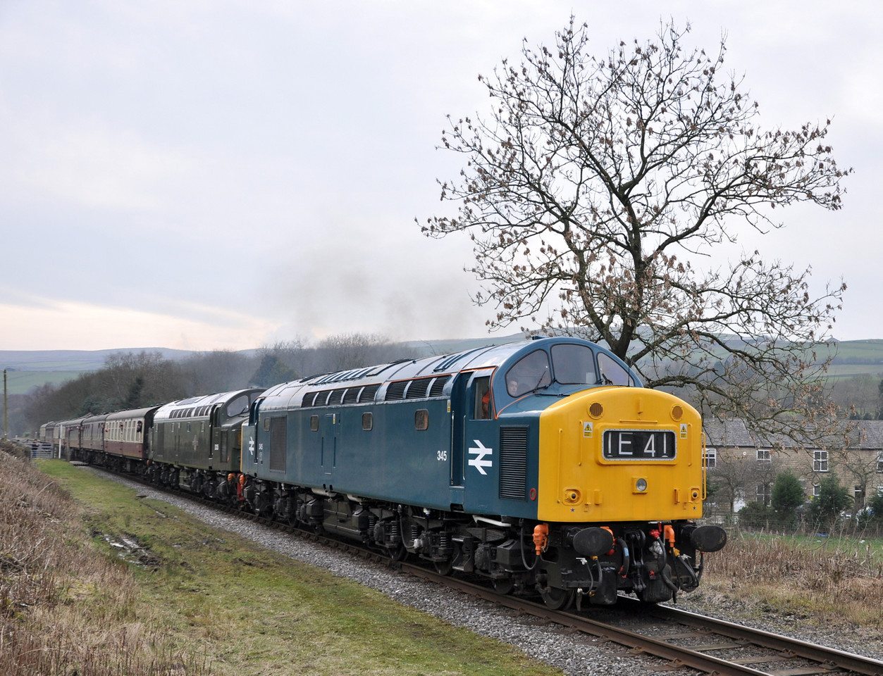 40145 and D335, Irwell Vale. 08/03/14.