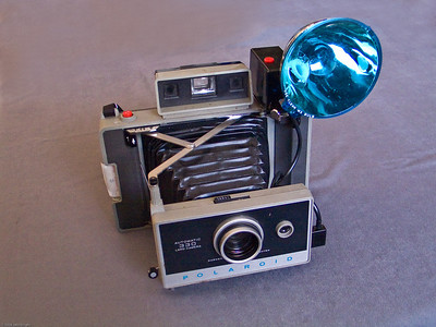 Polaroid Automatic 330 Land camera w/flash