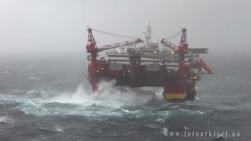 Boligplattformen Floatel Superior i storm i Nordsjøen