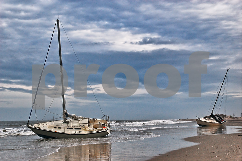 Boats on the Beach procon