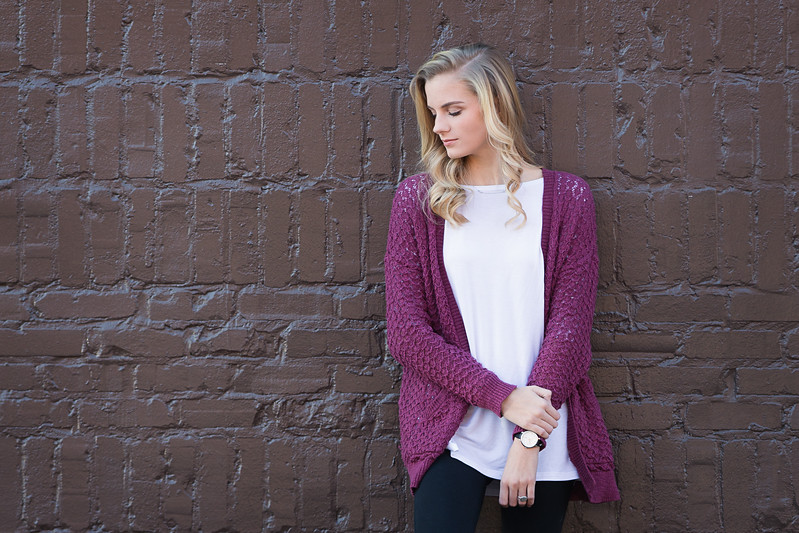 Chattanooga Senior Photographer | girl on brown wall