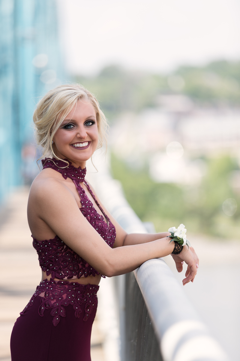 Prom photos girl on Walnut Street Bridge Chattanooga