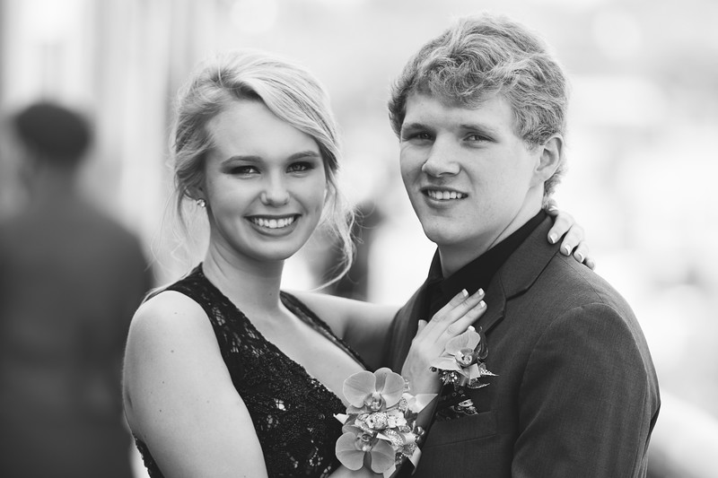 Prom photos couple in black and white in Chattanooga Tennessee
