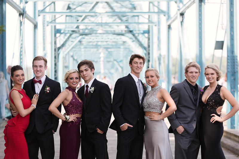 Soddy Daisy High School Prom Photos - group photo on Walnut Street Bridge in Downtown Chattanooga by Pamela Greer Photography