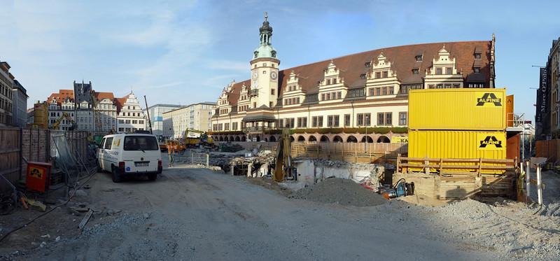 "2005-10-10_06751 <span class=""ger"">Leipzig - Großbaustelle Markt im Stadtzentrum (aus 17 Teilbildern - <a href=""http://rainforest1155.smugmug.com/gallery/850584/1/39607477/Original"" target=""_blank"">Detailansicht</a>)</span><span class=""eng"">Leipzig - huge construction site on the market in the city center. (panorama out of 17 pictures - <a href=""http://rainforest1155.smugmug.com/gallery/850584/1/39607477/Original"" target=""_blank"">detailed view</a>)</span>"