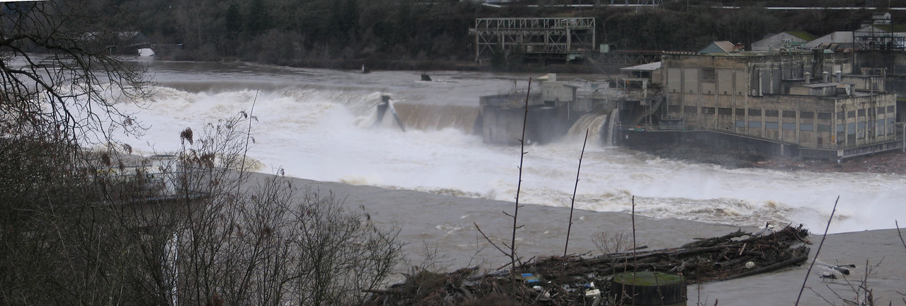 <b>Willamette Falls, Oregon City, during flood</b><br> Jan 15, 2006