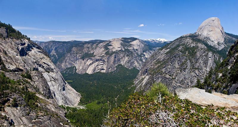 Hiking down the Panorama Trail. Yosemite, May 30, 2008