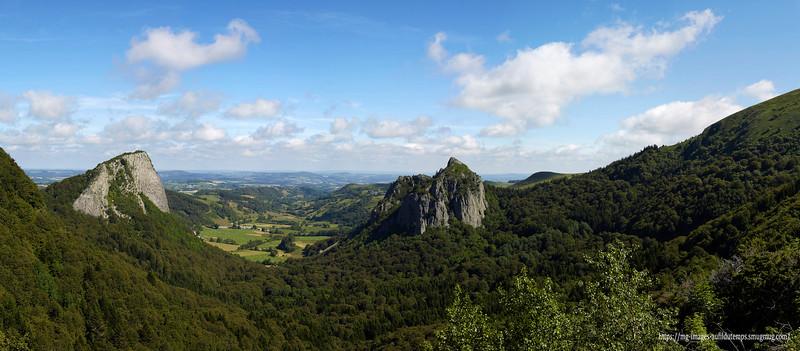 Roches Tuilières et sanadoire Puy de Dôme stiched panorama 10 images