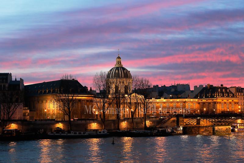 Institut de France, f/5,6, 0,25 sec, iso 800, 68 mm