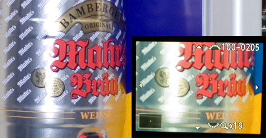 The same image. Left part is a 100% crop as exported from Lightroom with default settings. The inset to the right is a shot from the rear screen of the K-7, in 19x magnified view, scaled to the same size.