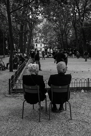 Pétanque Spectators in the Park