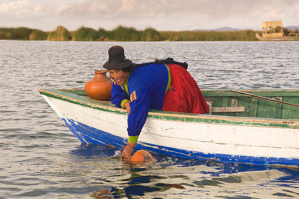 #Pe 061 Woman Collecting Water, Lake Titicaca, Peru