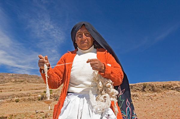 #Pe 067 Woman Spinning Wool, Isla Amantani, Lake Titicaca, Peru