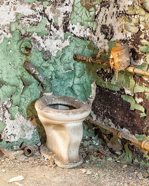 The prison was built (starting in 1822) with indoor plumbing.  This is not the original issue, but it sure looks like it could be.