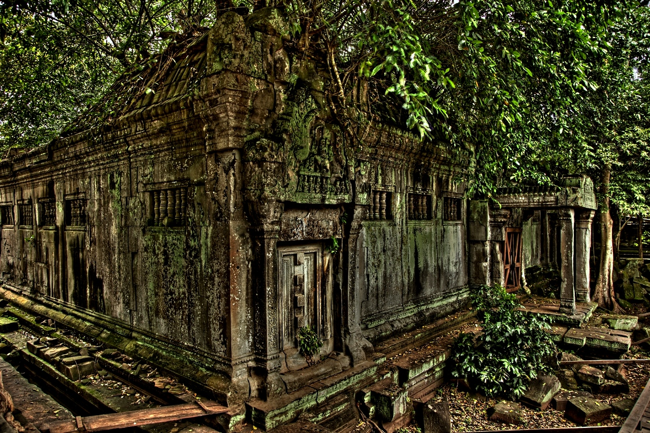 Smaller in size than Angkor Wat, the king's main monument, Beng Mealea nonetheless ranks among the Khmer empire's larger temples.
