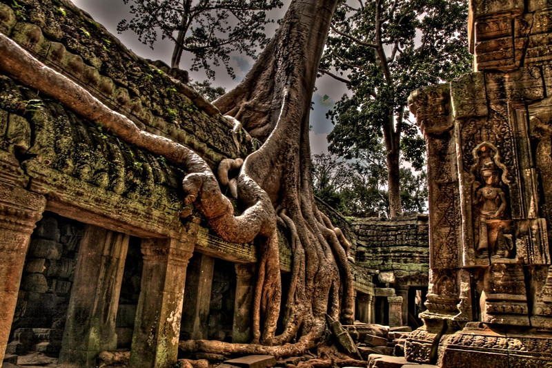 Koh Ker is an Angkorian site in northern Cambodia. 100 km northeast of Angkor itself, it was briefly the capital of the Khmer empire between 928 and 944 AD.