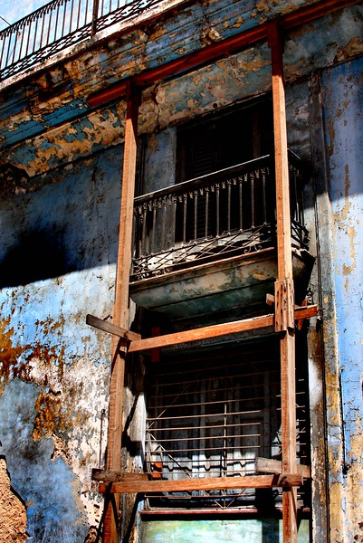 """preserving the destructed""<br /> <br /> Image from the CUBA Series<br /> Havana"