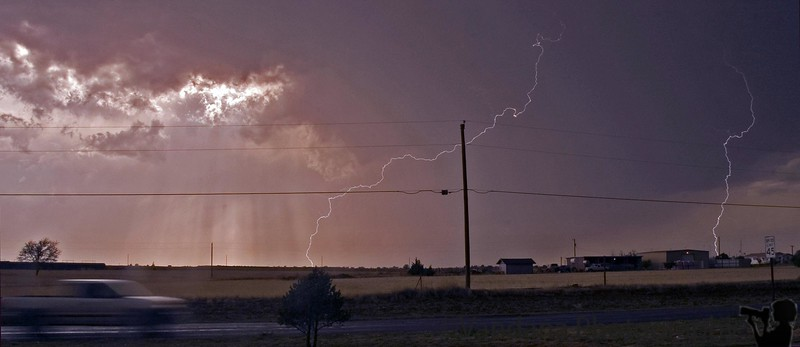 May 3, 2006 - my first ever lightning shot - not great, but at least I got some in my frame ! This is tough, I've to learn more about lightning photography..