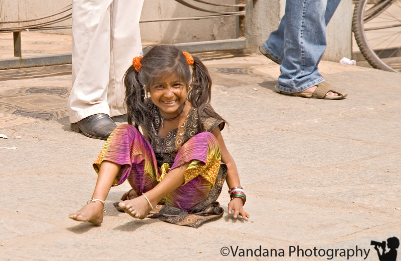 Jan 25, 2008 - Reach Chennai. <br /> a poor young girl on the streets, but happy ?
