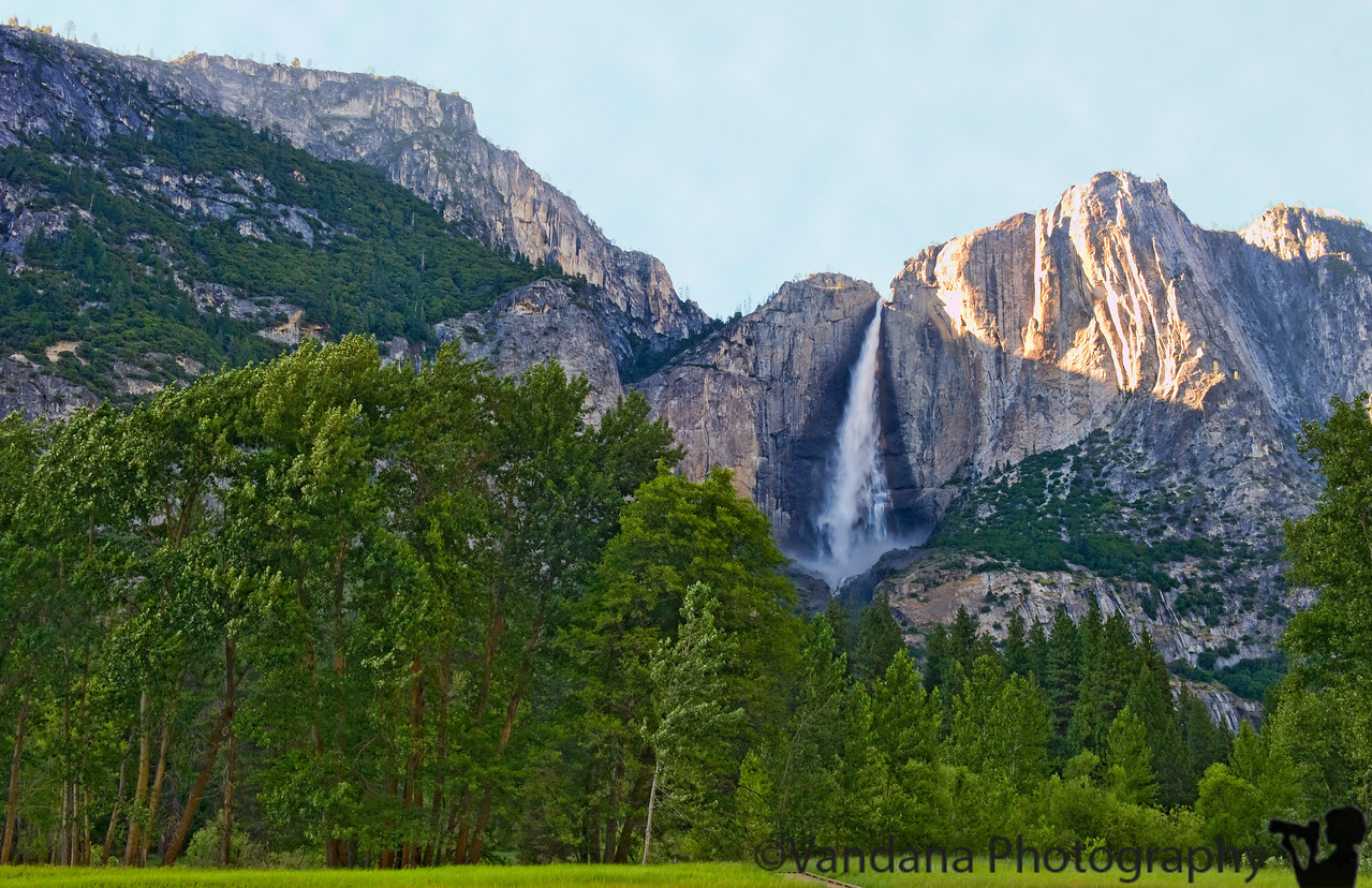 July 12, 2011 Yosemite Falls, Yosemite.<br /> Reached Yosemite well after noon, navigating those winding roads all the way up. Shot a few pics of the half dome, Bridal veil Falls from the tunnel viewpoint. Walked up to the misty bridal veil falls. Drove to the Curry Village and got a large pizza for the way back. Drove to our motel in Jamestown.<br /> <br /> Long hike tomorrow.