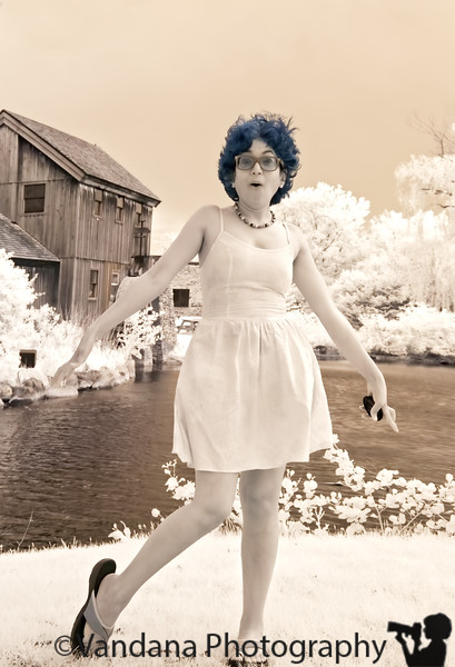 May 25, 2011 - Trying to do a Marilyn Monroe in IR, but the model, the dress and the wind were not good enuf :) !!