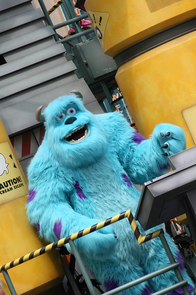 May 4, 2009:  This weekend I was in the parks with family, as I e-mailed last week.  Here's a photo of Sully from Block Party Bash at Hollywood Studios.  I was able to get a few photos here and there.  Hope you have a great week!