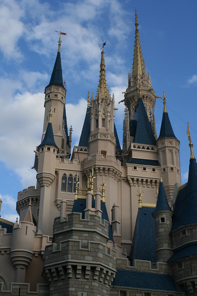 March 30, 2009:  This week's Photo du Jour will focus around Iconic Disney.  There's no other way to start this theme than with Cinderella's Castle at the Magic Kingdom.  Funny Fact:  The castle is actually at a slant, take a look the next time you are in the park.  =)