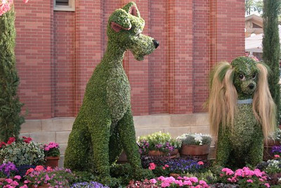 March 18, 2009:  Today is the start of the 16th Annual Flower & Garden Festival at Epcot.  Here's a photo of Lady and the Tramp, which you can find over in Italy this year.