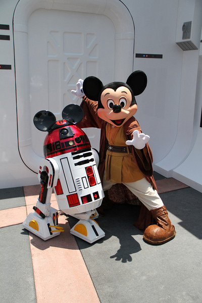 May 28, 2010: I couldn't end the week without showing Jedi Mickey and R2-MK. The next round of Star Wars Weekends starts out today, make it Hollywood Studios if you can!