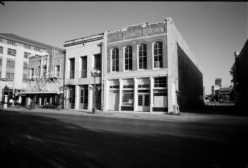 Sunday Afternoon in downtown San Antonio.<br /> Voigtlånder R4a - 21/4<br /> Fuji Neopan 100