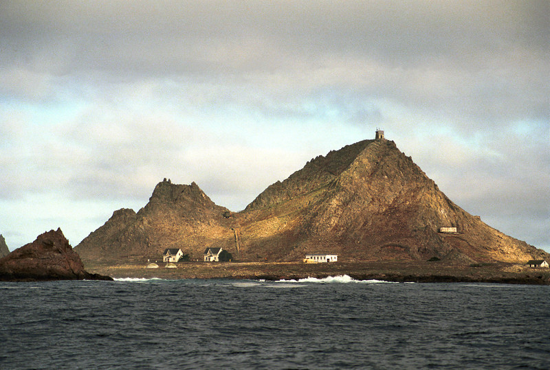 Housing for researchers is located on the southeast shore of East farallon Island, located 25 nm due west of the Golden Gate bridge.