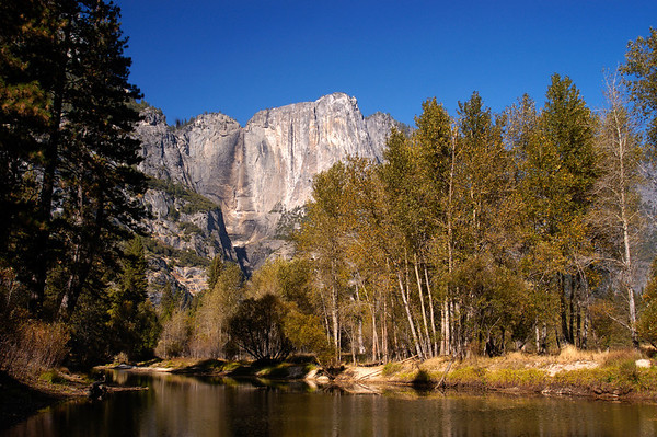 No water flows over Yosemite Falls in the dryness of Fall.