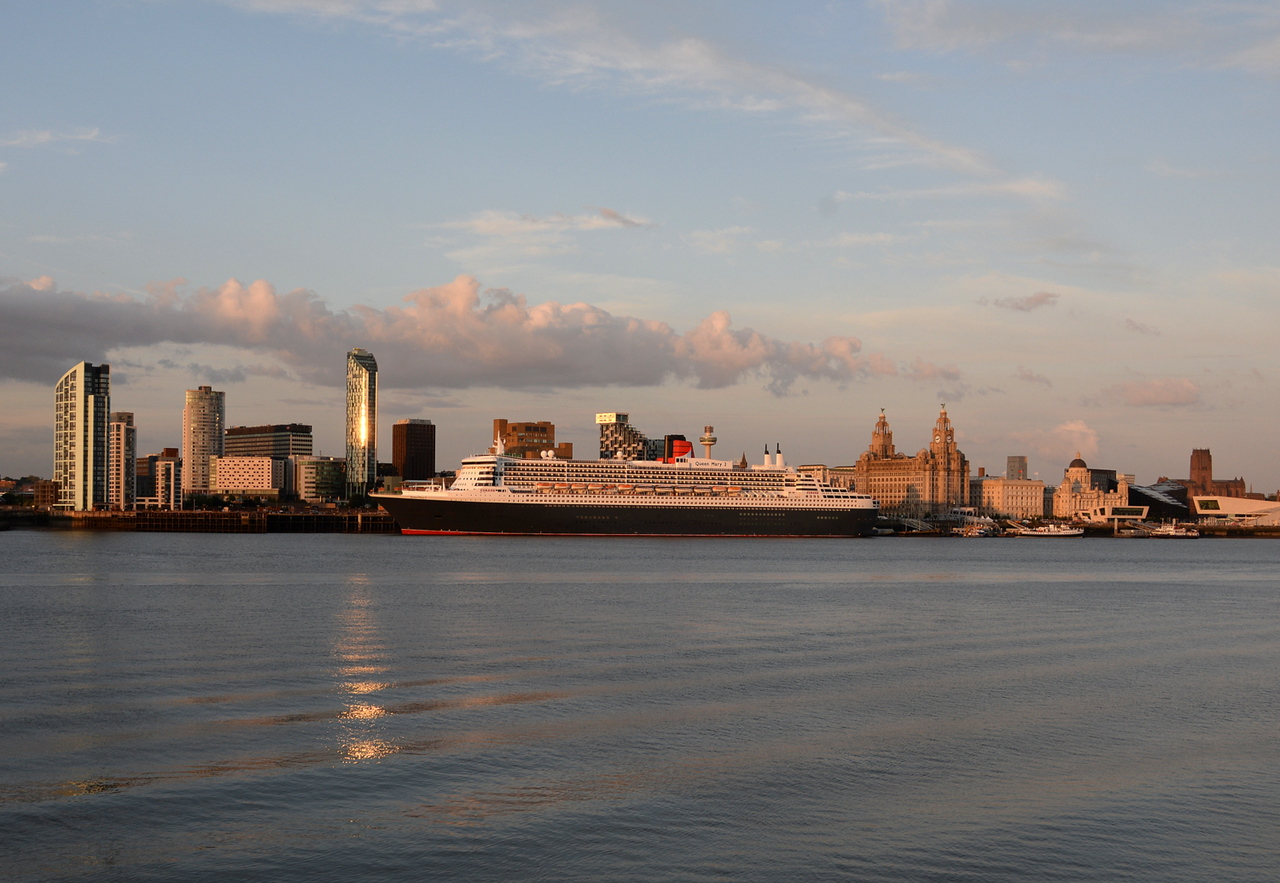 Queen Mary 2, Liverpool. 04/07/15.