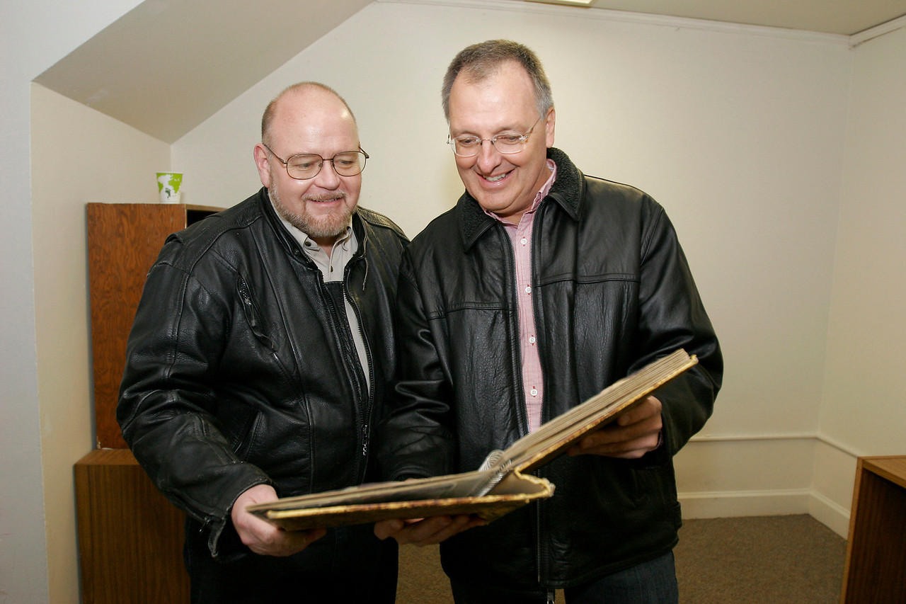 David Pierce, left, class of 1977, looks at scrapbook with Craig Schuster, class of 1977, after Sigma Phi Epsilon house closing ceremony, Saturday, Jan. 16, 2010.