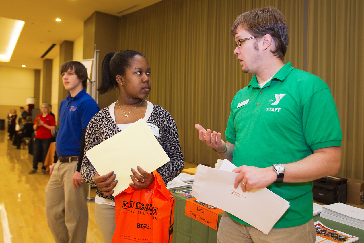 BGSU student, Kayla Patterson, speaks with Scott Weigley at the Summer Job Fair.